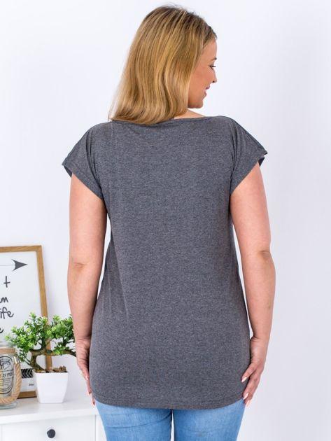 Ciemnoszary t-shirt z motywem roślinnym PLUS SIZE                              zdj.                              2