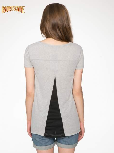 Ciemnoszary t-shirt z nadrukiem stokrotki z dżetami                                  zdj.                                  4