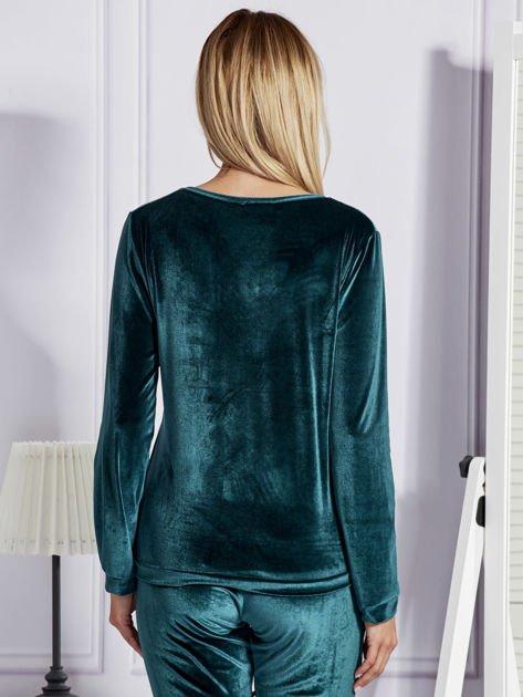 Ciemnozielona aksamitna bluza ze srebrnym nadrukiem                                  zdj.                                  2