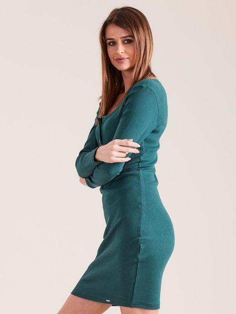 Ciemnozielona dopasowana sukienka z guzikami                              zdj.                              3