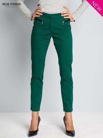 Ciemnozielone spodnie cygaretki ze skórzaną lamówką przy kieszeniach                                  zdj.                                  3