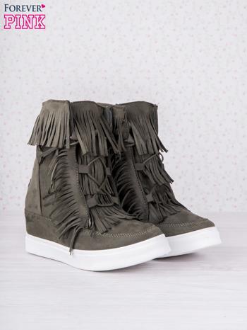Ciemnozielone zamszowe botki sneakersy Chalotte na ukrytym koturnie z frędzlami                                  zdj.                                  3