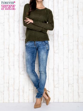 Ciemnozielony dzianinowy sweter o szerokim splocie                                  zdj.                                  2