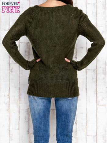 Ciemnozielony dzianinowy sweter o szerokim splocie                                  zdj.                                  4