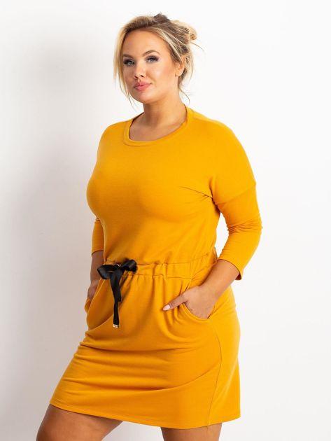Ciemnożółta sukienka plus size Lyric                              zdj.                              1