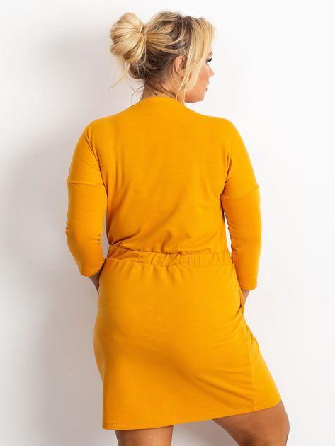 Ciemnożółta sukienka plus size Lyric                              zdj.                              2