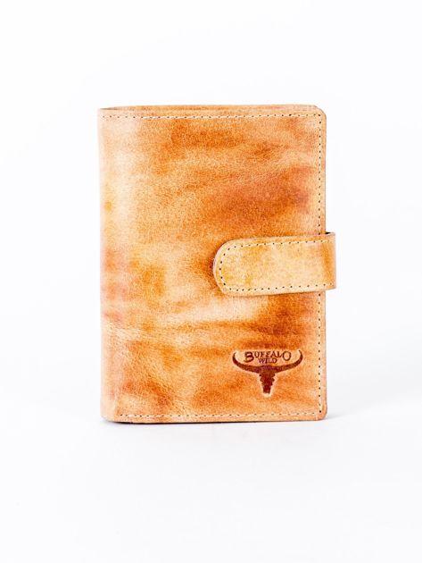 Cieniowany camelowy portfel z tłoczeniem                              zdj.                              1
