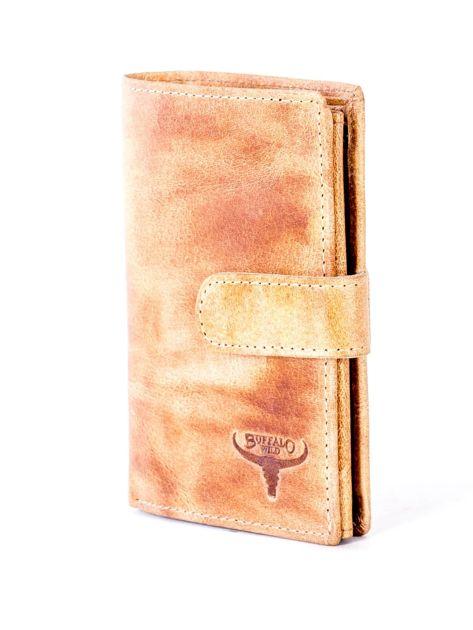 Cieniowany camelowy portfel z tłoczeniem                              zdj.                              3