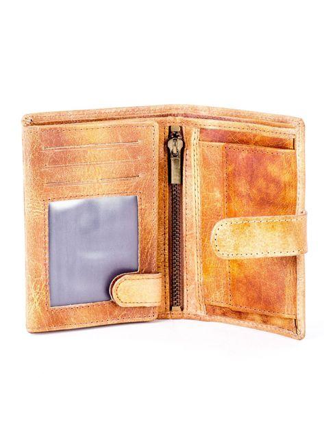 Cieniowany camelowy portfel z tłoczeniem                              zdj.                              4