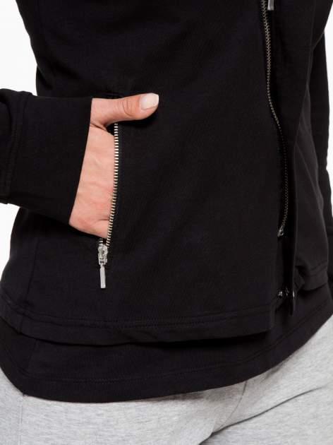 Czarna bluza dresowa z asymetrycznym suwakiem i kapturem                                  zdj.                                  9
