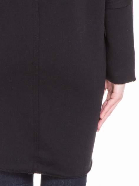Czarna bluza na suwak z kapturem z surowym wykończeniem                                  zdj.                                  7