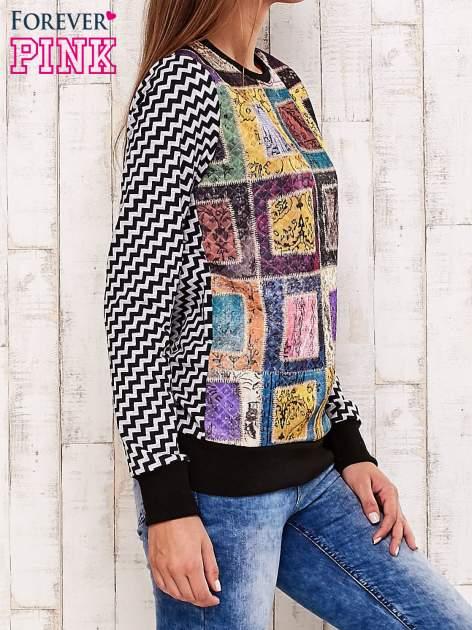 Czarna bluza z graficznym nadrukiem                                  zdj.                                  3