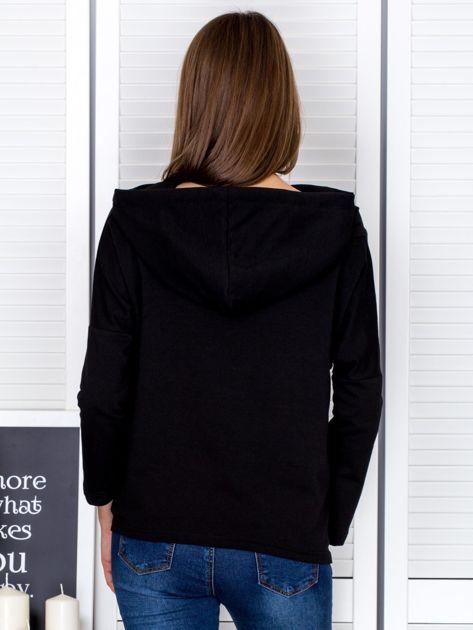 Czarna bluza z kapturem i wstążką                                  zdj.                                  2