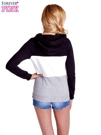 Czarna bluza z kapturem z białym i szarym wykończeniem                                  zdj.                                  4