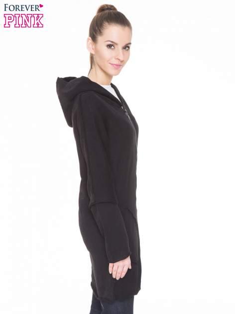 Czarna bluza z kapturem z surowym wykończeniem                                  zdj.                                  3