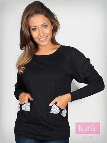 Czarna bluza z kieszonkami ozdobionymi kokardkami                                  zdj.                                  4