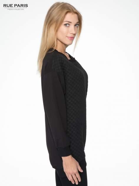 Czarna bluza z luźnymi rękawami o bąbelkowej fakturze                                  zdj.                                  3
