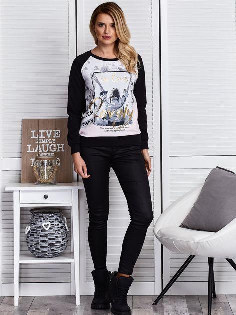 Czarna bluza z motywem dziewczyny                              zdj.                              4
