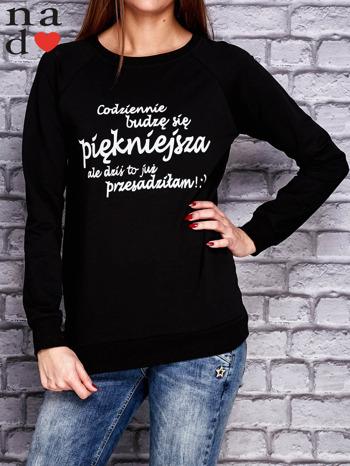 Czarna bluza z napisem CODZIENNIE BUDZĘ SIĘ PIĘKNIEJSZA                                  zdj.                                  1
