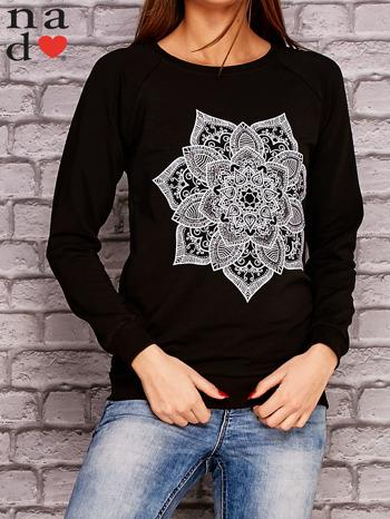 Czarna bluza z ornamentowym nadrukiem                              zdj.                              1