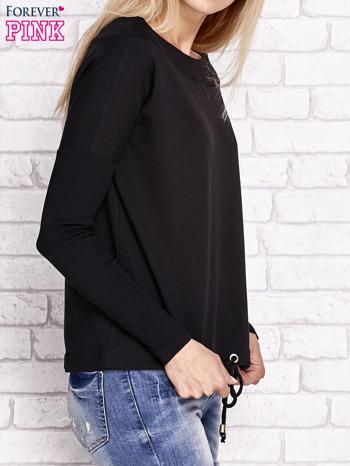 Czarna bluza z szerokim ściągaczem i troczkami                              zdj.                              3