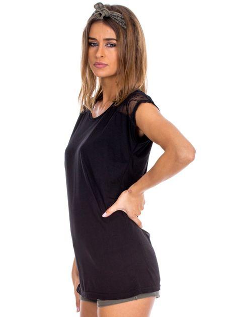 Czarna bluzka damska z ażurowaniem na rękawach                              zdj.                              3