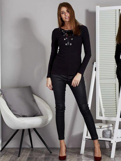 Czarna bluzka damska ze sznurowanym dekoltem                                   zdj.                                  4