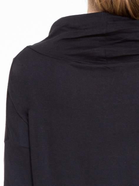 Czarna bluzka dresowa z kołnierzokapturem i ściągaczem na dole                                  zdj.                                  7