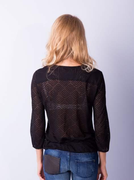 Czarna bluzka w geometryczny wzór z łezką z przodu                                  zdj.                                  5