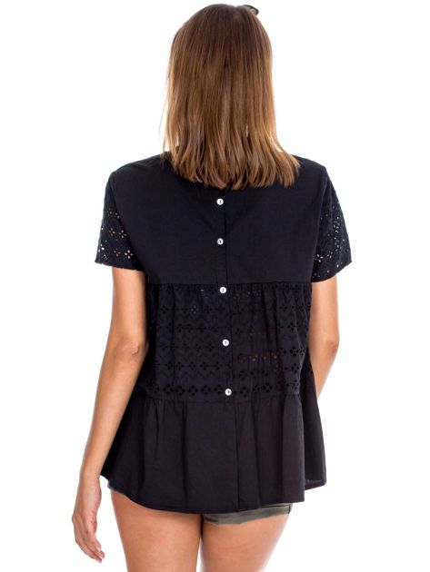 Czarna bluzka z ażurowymi wstawkami                              zdj.                              2