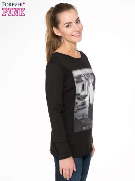 Czarna bluzka z fotografią dziewczyny                                  zdj.                                  3