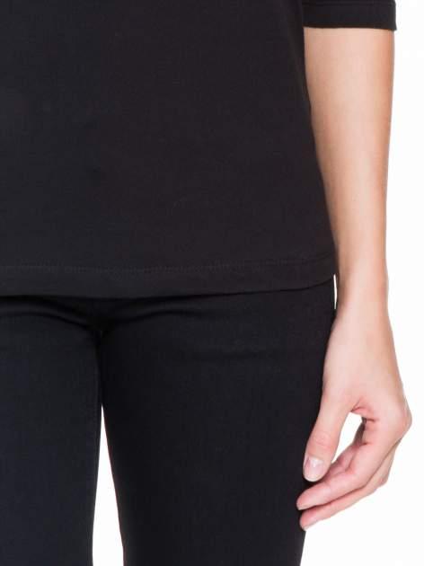 Czarna bluzka z koronkową wstawką na ramionach                                  zdj.                                  6