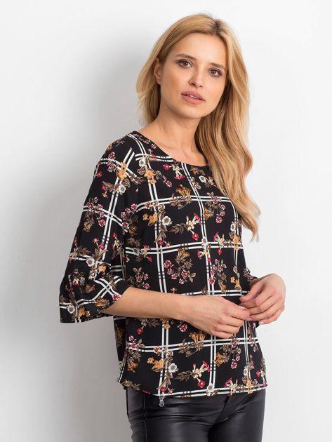 Czarna bluzka z motywem kwiatowym                              zdj.                              1