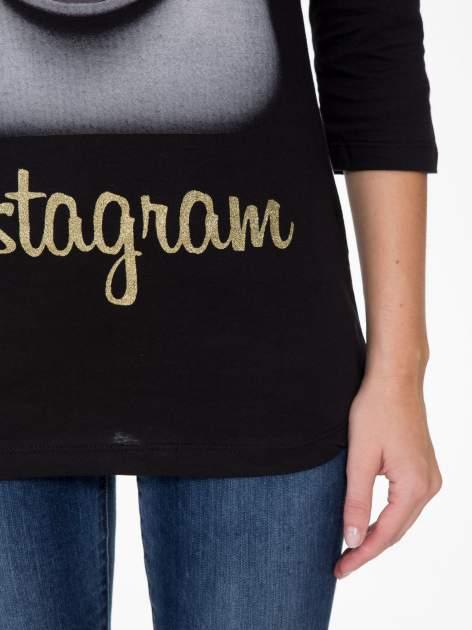 Czarna bluzka z nadrukiem loga Instagrama                                  zdj.                                  7