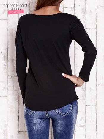 Czarna bluzka z napisem DON'T WORRY I przypinkami                                  zdj.                                  2
