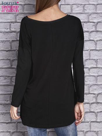 Czarna bluzka z naszywkowymi nadrukami                                  zdj.                                  4