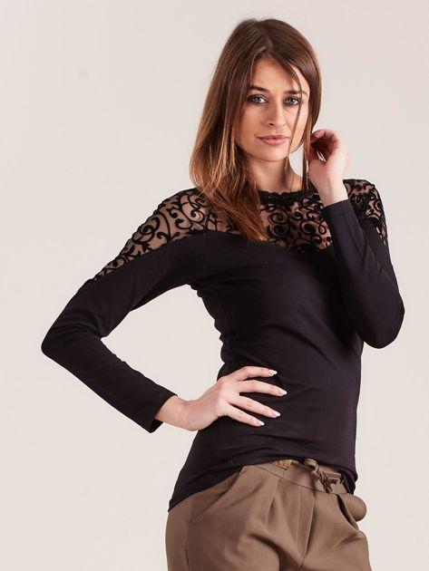Czarna bluzka z ozdobnym dekoltem                              zdj.                              5