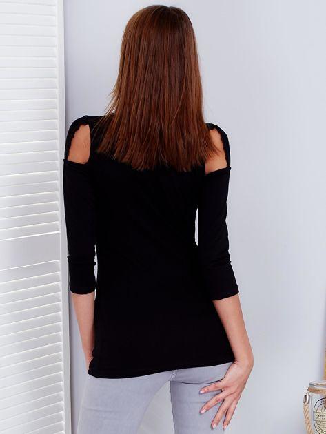 Czarna bluzka z paskami na ramionach                              zdj.                              2