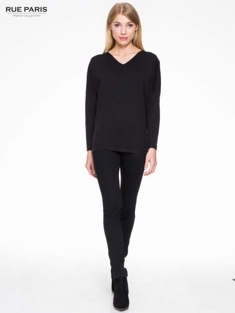 Czarna bluzka z wiązanym oczkiem z tyłu                                  zdj.                                  2