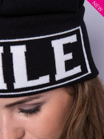 Czarna czapka beanie z kontrastowym napisem SMILE                                  zdj.                                  5