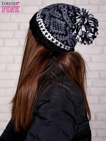 Czarna czapka w etniczny wzór                                  zdj.                                  2