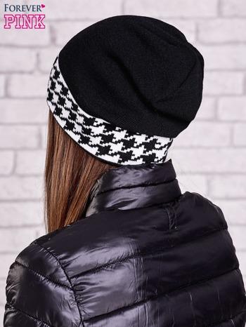 Czarna czapka z mankietem w pepitkę                                  zdj.                                  2
