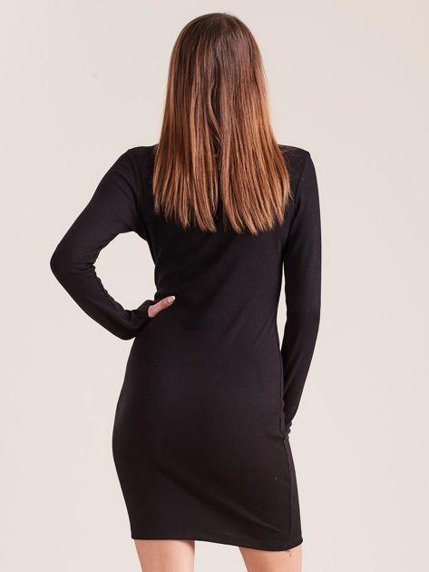 Czarna dopasowana sukienka z półgolfem                              zdj.                              2