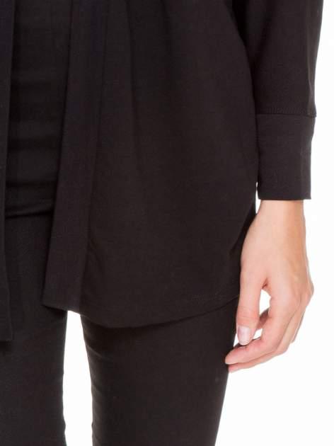 Czarna dresowa otwarta bluza z nietoperzowymi rękawami                                  zdj.                                  7