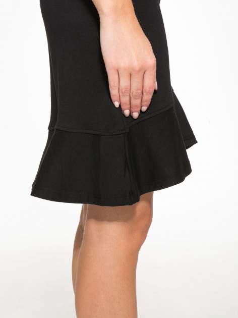 Czarna dresowa sukienka z kapturem i falbaną na dole z napisem BSL                                  zdj.                                  7