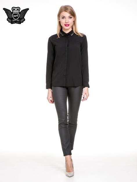 Czarna elegancka koszula z łańcuszkami na kołnierzyku                                  zdj.                                  2