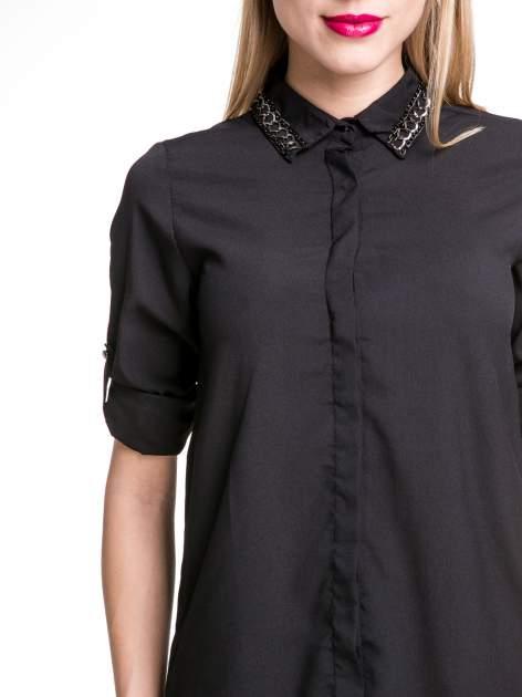 Czarna elegancka koszula z łańcuszkami na kołnierzyku                                  zdj.                                  6