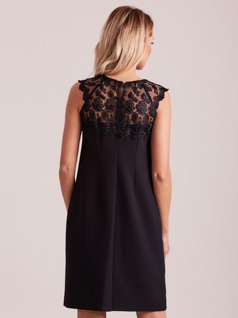 Czarna elegancka sukienka z koronką                              zdj.                              2