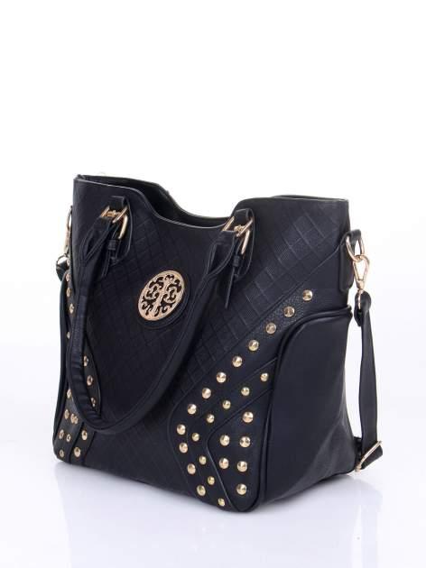 Czarna fakturowana torba ze złotymi nitami                                  zdj.                                  3