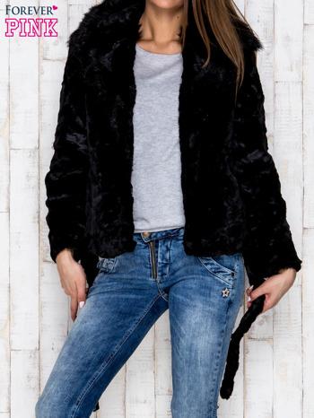 Czarna futrzana kurtka z wiązaniem                              zdj.                              4